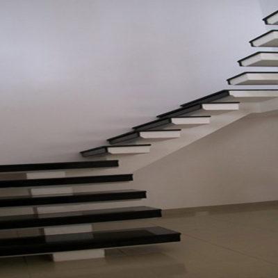 Revestimento de Escada em Granito Preto