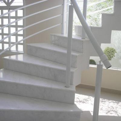 Revestimento de Escada em Mármore Branco