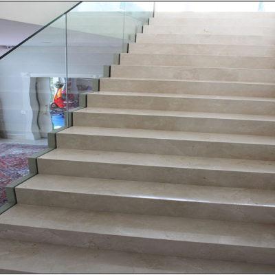 Revestimento de Escada em Mármore Crema Marfíl
